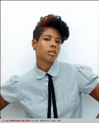 I LOVE KELIS!!! KELIS CAME OUT WITH ORIGANALITY WAY BEFORE THEY BLEW UP RIHANNA! KELIS HAS A WAY OF EXSPRESSING HERSELF NO MATTER HOW FAR SHE TAKES IT! IT'S NOT ABOUT YOU IN HER MIND, IT'S ABOUT HER AND WHAT SHE WANTS TO DO!. PEOPLE SHOULD LIVE LIKE THAT, HAVE FASHION FOR YOUR SELF; NOT WHAT YOU SEE ON TV OR VIDEOS! FEEL WHAT YOU ARE WEARING AND MAKE IT YOUR OWN. THIS IS MY CUTE PIC OF THE DAY! GREAT SHORT HAIR AND BOYISH STYLE IN ONE SEXY SHOT! ~~IFE~~