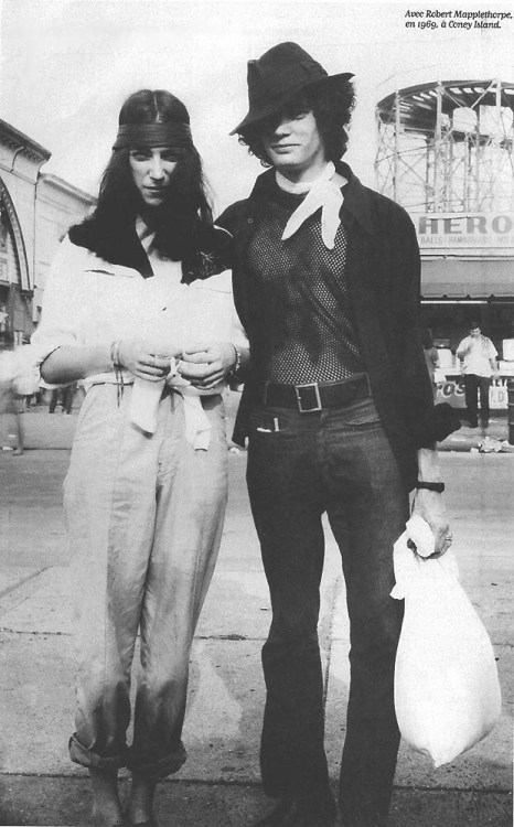 Patti Smith & Robert Mapplethorpe at Coney Island, 1969 photo by Michel Esteban