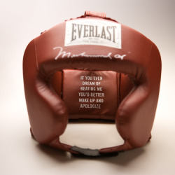 http://www.everlast.com/Ali-Headgear/productinfo/EVALIHG/