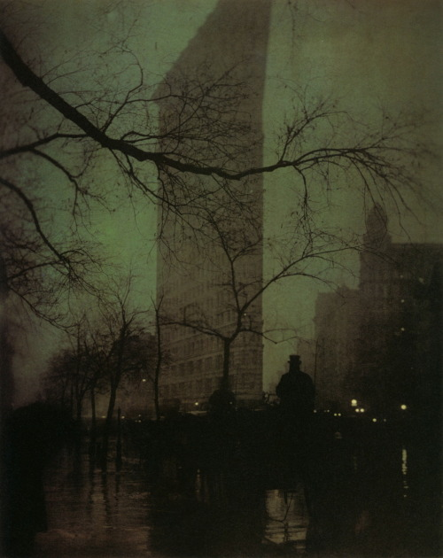 jiffysquid:  This picture always blows me away. liquidnight:  Edward Steichen The Flatiron, 1904 Printed 1909, Gum bichromate over platinum print From Edward Steichen: The Early Years [Smaller version previously shared at Turn of the Century]