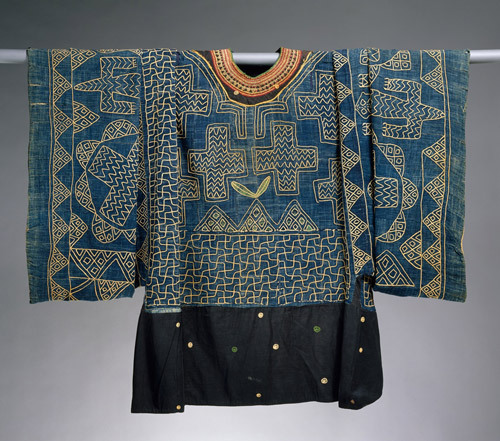 Prestige Gown Cameroon, Grassfields region, 19th–20th century Cotton, wool; 86 1/4 x 45 in. (219.1 x 114.3 cm) The Metropolitan Museum of Art, New York, Purchase, Dr. and Mrs. Sidney Clyman Gift and Rogers Fund, 1987 (1987.163) http://www.metmuseum.org/special/african_textiles/view_1.asp?item=19&view=l