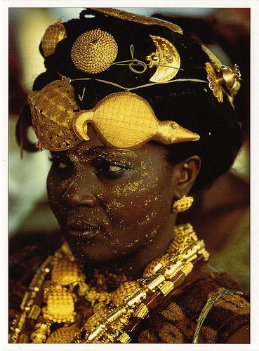 "kilele:  Adioukrou Queen Mother ""In Ghana, the display of gold at the Ashanti's king jubilee in 1995 was unsurpassed in splendor. This Adioukrou Queen mother, attending the jubilee, indicates her status by wearing gold turtle and crocodile talismans in her hair. Bedecked with gold jewelry and gold dust makeup, she exhibits her husband's authority and worth."" Photo by Carol Beckwith and Angela Fisher  Amazing"