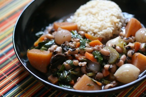 This is Sarah the Ordinary Vegetarian VEGAN!'s new year's stew! The recipe calls for collard greens, black-eyed peas, pearl onions, and turnips with a bunch of savory herbs—if it tasted anywhere near as good as it looks, it must've made quite a delicious dinner!