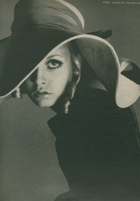 Avedon, Twiggy for Vogue