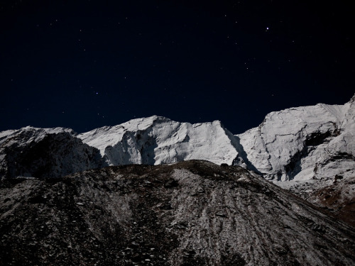"Craig Mod's 2010 round up reminded me of his Annapurna Moonrise post, which contains this:  There is even a phrase in Latin — solvitur ambulando — meaning, ""it is solved by walking""."