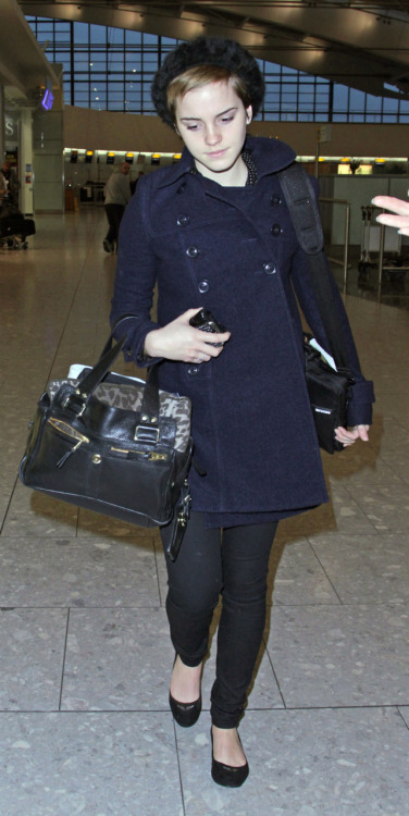 suicideblonde:  Emma Watson at Heathrow Airport, Dec 31st This whole outfit, from hat to flats, is cute and totally stylin'.