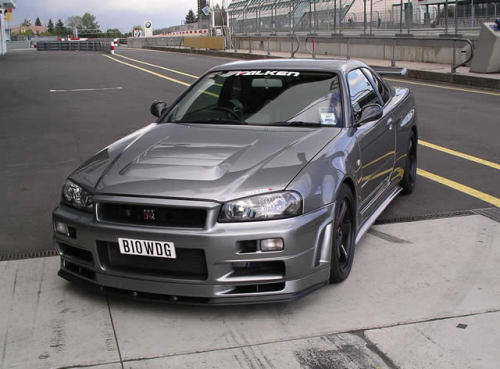 carpr0n:  Chromium knight Starring: Nissan Skyline R34 GTR