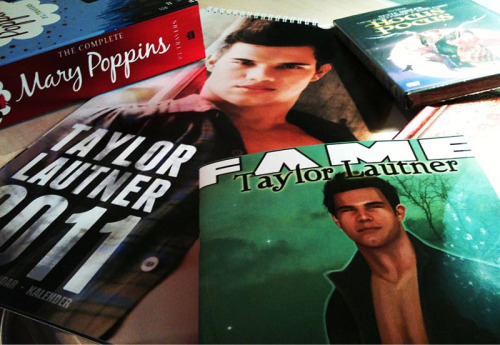 My Amazon purchases have finally arrived!!!: • Taylor Lautner Calendar (Necessity. Need to know which day we're on and it's offical.) • Taylor Lautner FAME comic (Well, apparently they're rare?) • The Complete Mary Poppins. (It'll look pretty on my book shelf. Has strong ornamental value) • Hocus Pocus DVD. (It was £2! How could I refuse in all fairness? In fact how could anyone refuse?!) • Journal 2011 (It'll help me write my autobiography for when I'm rich and famous!) So there. I can justify why I bought every item off Amazon. Proud moment in January.