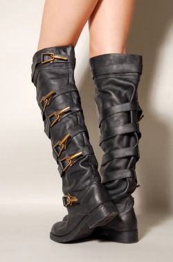 I wants!!!!  whoretalk:  Jeffrey Campbell Motorcycle Boots Here are those JC boots I was originally going to post. Now that I think about it, I can't quite remember if these boots were to celebrate getting my motorcycle license, or if my motorcycle license was to celebrate getting these boots.