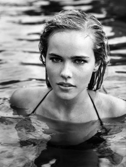 souls-entwined:  isabel lucas is flawless