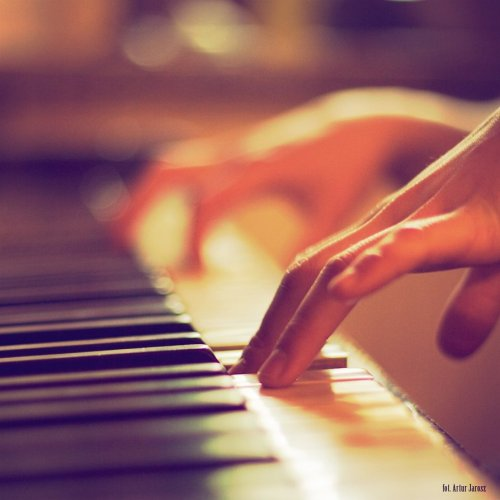 I feel Music fingers hum,chant & tenderly tip   inside  my heart ♫  ♪  ♪