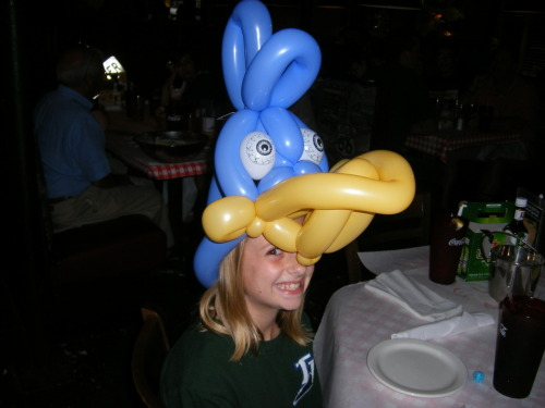 This is an awesome Parrot balloon hat made in a restaurant.