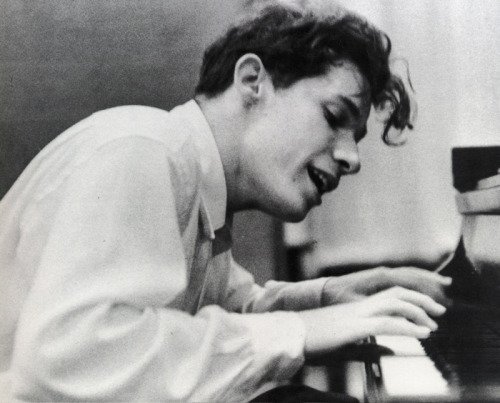 - Glenn Gould, Virtuoso (1932-1982)via The Ottowa CitizenWatch Genius Within: The Inner Life of Glenn Gould (avail. online through 1/11/11)