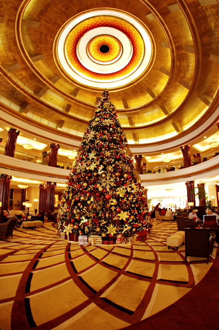 The Xmas Tree Just a simple shot of our Xmas Tree at the Rotana Hotel in Abu Dhabi. It was a pleasure staying there and we've pretty much enjoyed it.