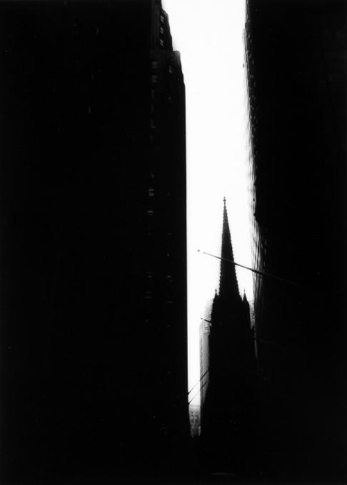 William Klein, Trinity Church, New York City, circa 1955. Thank you, ckck