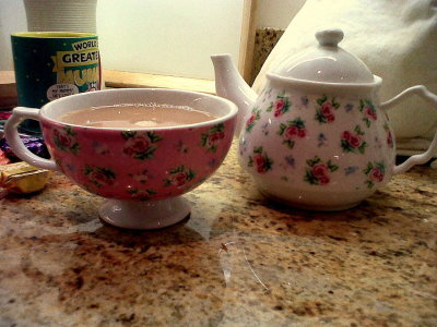 I like it too!  vintageprincesskaty:  I love my vintage tea set off Vicki Taylor.