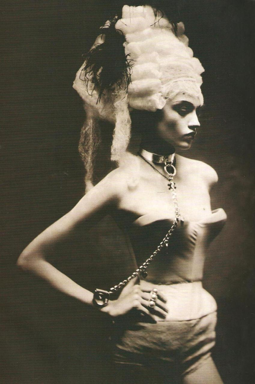 "vvanila:  ""Powerful Heads"" Sasha Pivovarova by Paolo Roversi"