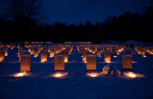 The Canadian War Cemetery at Holten is lit by candles on Christmas eve, December 24th 2010, (© Jan van de Maat)