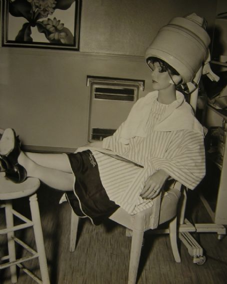 Loretta Young, getting her hair done