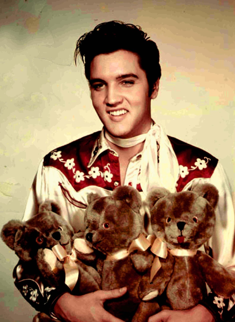 Today also would have been Elvis' 76th birthday. David & Elvis born on the same day! Magical!