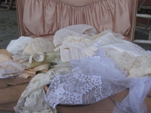 Atelier bridal show is only but a week away and as you can see, I have a lot of work to do. Consider this the BEFORE photo. Come see me next Sunday, January 16, at Hotel Indigo if you want to see the AFTER. no really. I have a good feeling about this. I've never been more excited about weddings IN MY LIFE. I am currently in a state of inspirational bridal bliss thanks to little Athens treasures like Modern Star and Reed's Odds n Ends. I promise I won't even be this excited when it comes time to plan my own wedding. lace! hats! gloves! veils! Oh my goodness it's a treasurebox of every girl's dream come true!