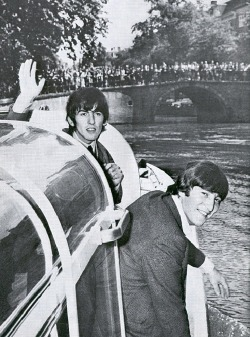 luharibol:  George & John in Holland.