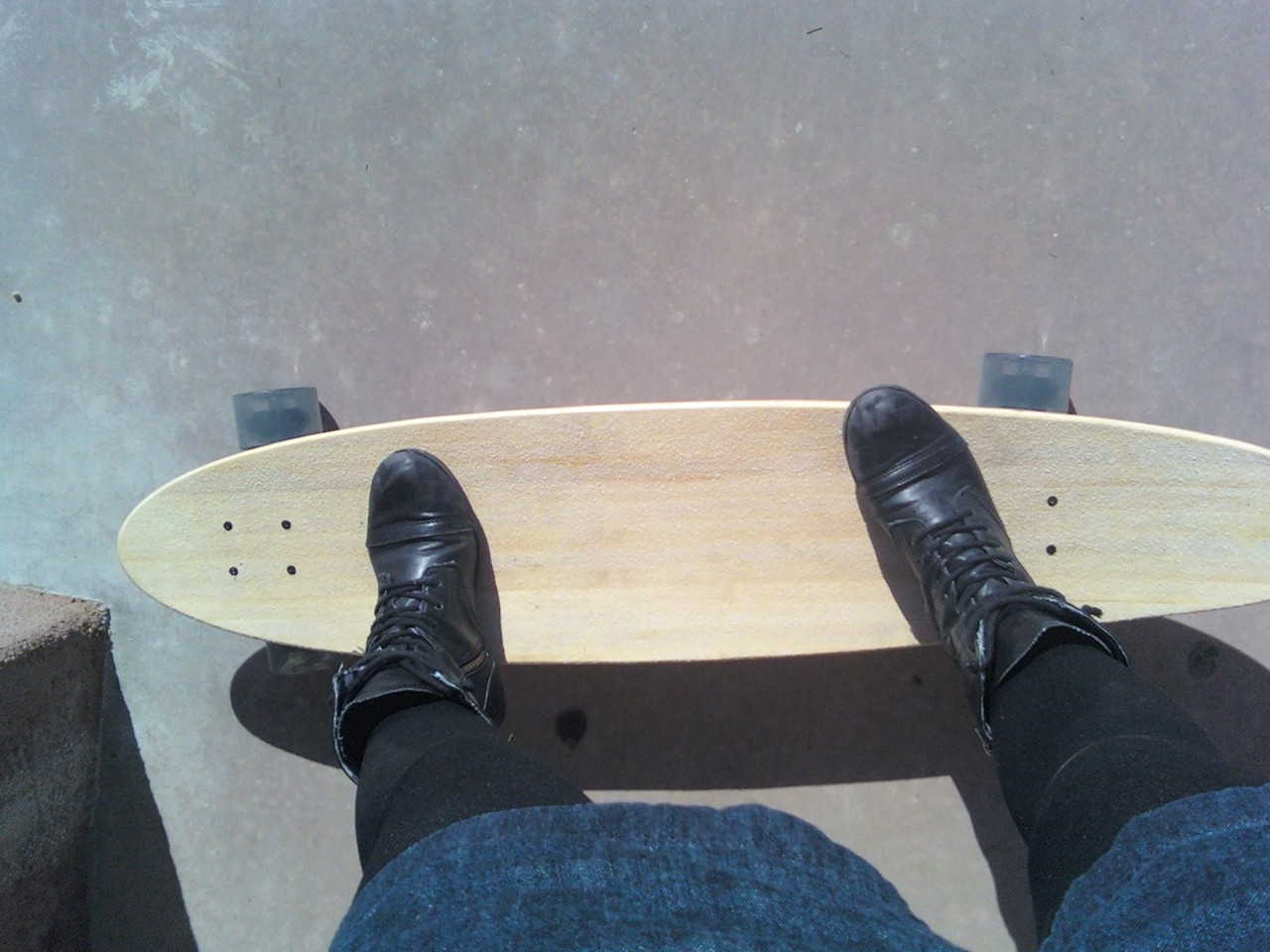 troublemylifewiththechaosofcolor:  I am in love with my longboard.  When I still had a beautiful longboard and my boots weren't beat to shit.