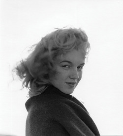 Print of a young Marilyn Monroe by Andre de Dienes (ca. 1946)