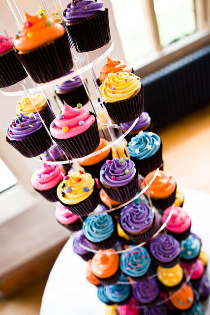 raspberrytart:  Wedding cupcake tower. Photography by Mark Wallis. (by Hannah)