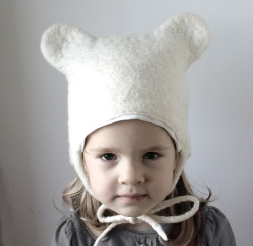 Felt hat by VaivaNat on Etsy. There is a rabbit too…
