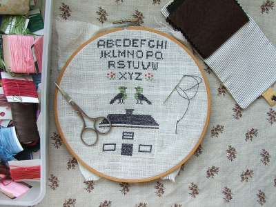 I need to cross stitch again … soverypretty: