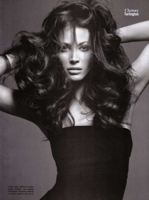 """The Supermodels"" Vogue Italia, July 2009 photographer: Mario Sorrenti Christy Turlington The Supermodels (Vogue Italia)"