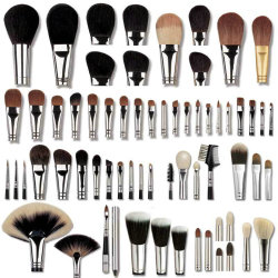 airmanspinup:  Brush obsessed!