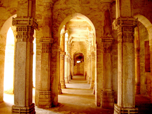fyindia:  An example of Mughal architecture.