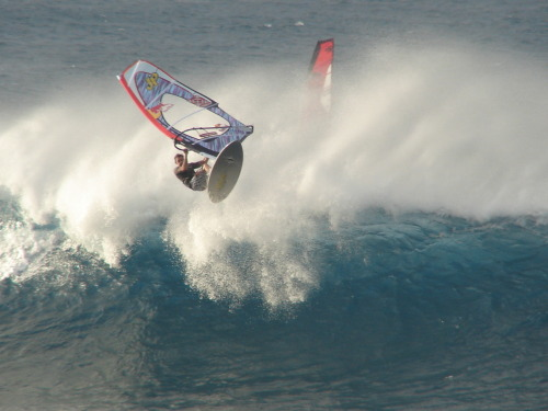 Polakow doing some serious testing on a NP 4-batten proto sail. Spotted at giampaolo cammarota's blog
