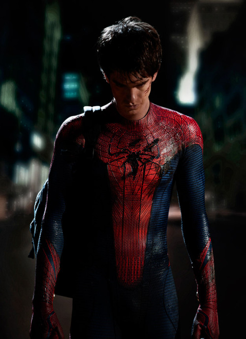 First official photo of new Spider-Man costume for the rebooted movie franchise.…so not a fan of this.  via: lookatthisfrakkinggeekster Cap felt left out and decided to post a pic of his shnazzy new costume as well. » click here I gotta be honest, I'm not a fan of how these new Marvel releases are looking. Thor, Captain America, a SpiderMan reboot, and don't forget they made reboot/sequels of Punisher and Hulk (those were both good but not needed)…this new generation of on-screen heroes feels like they're trying too hard.