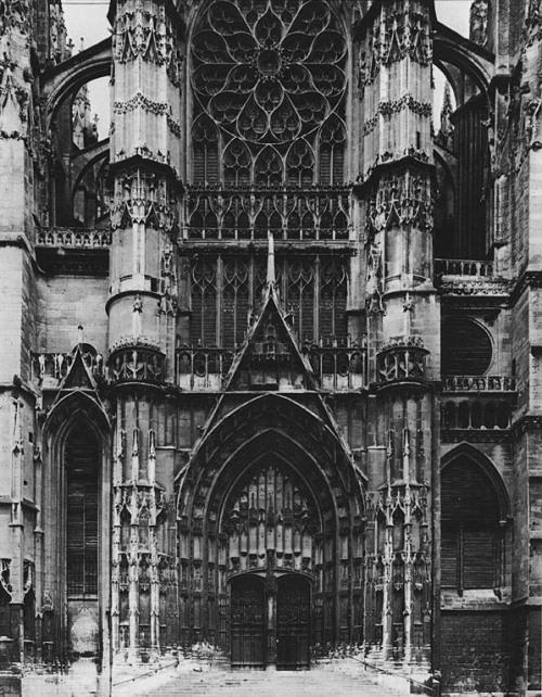fuckyeahgothiccathedrals:  Cathédrale Saint-Pierre de Beauvais, France(1225)