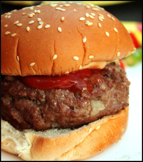Burger Of The Week! Burger found over athttp://www.flickr.com/photos/alisonlol/2525121211/