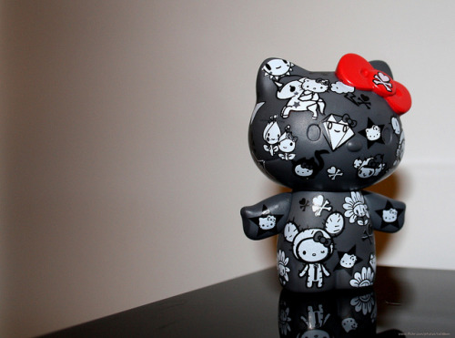 Latest Hello Kitty x Tokidoki Vinyl Figure (by Taliebum)