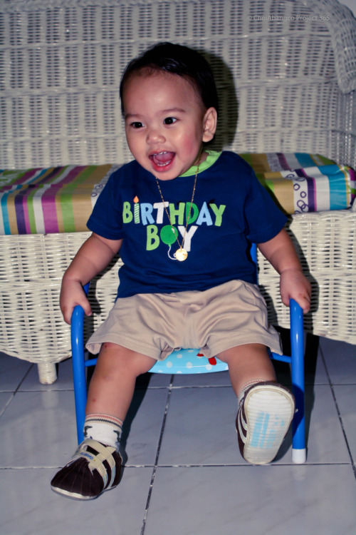 January 11, 2011/1-11-11 Reuben's First Birthday Remarks: The shirt clearly shows it. He's the birthday boy. No traditional birthday party was held because we don't have much family friends here in the Philippines. They're all abroad. We'll make a late celebration with the Abangco clan when my Dad come's back here from Singapore. We went to SM MoA to eat instead. Ate at Pizza Hut, drank Coffee at Coffee Bean, and played like a kid with Reuben and Josh on the balloon playground. I must say it was enough to celebrate Reuben's birthday. :D