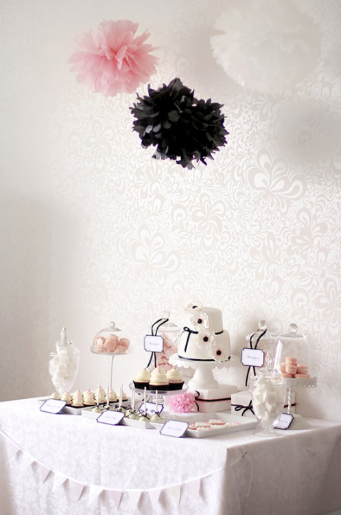 splendid pink and black party table.