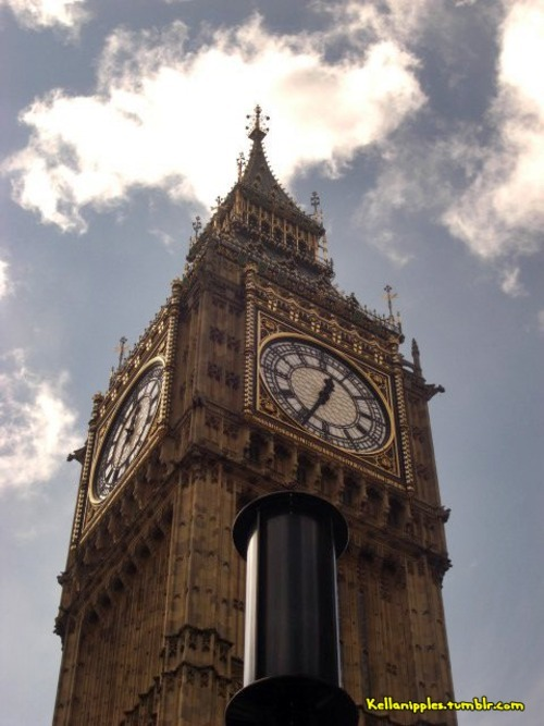 Another pic of this summer holidays in London.. awww Big Ben <3