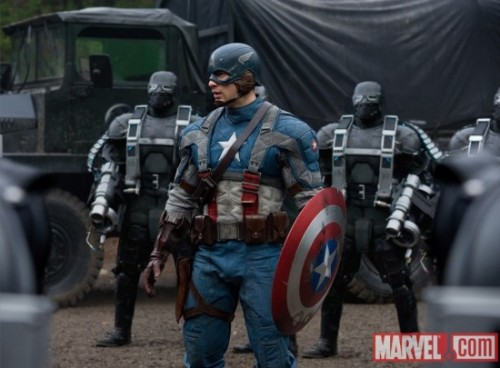 Kinda late but here's Chris Evans as CAPTAIN AMERICA! In full costume including shield, wings and um… I'm not really a comic book geek so probably he's wearing a whole lot more! So guys do you like this better than Spiderman's?