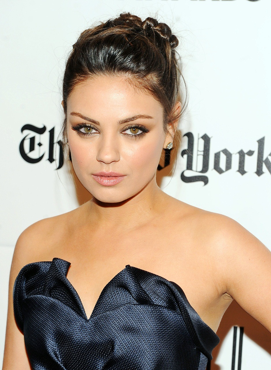 mytasteinwomen stillkuniscrushing  maybe it's the brown eyes  mila you need a new stylist. most of your dresses are terrible. this one looks pretty good though