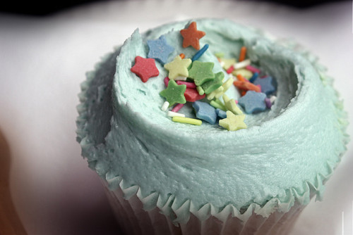 blue cupcake with stars & sprinkles!