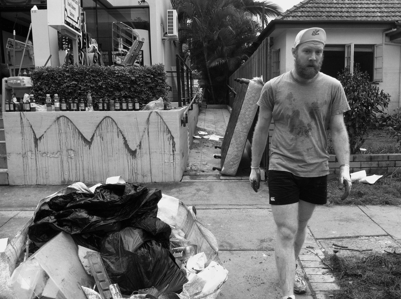 Pictures of volunteers from the Brisbane flood #qldfloods #bneflood If you can please donate to the recovery effort.