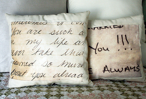 writeclickscrapbook:  alisaburke: love note pillow tutorial