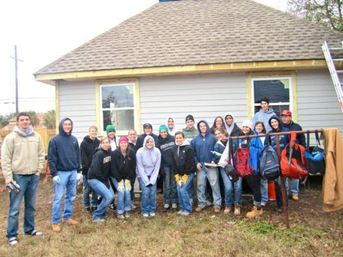 The NOLA 2011 team in back of 4140 Paris Ave before painting