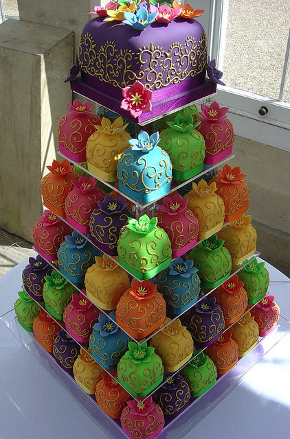 hellocute:  Filigree Cupcake wedding tower!! Yes please :)