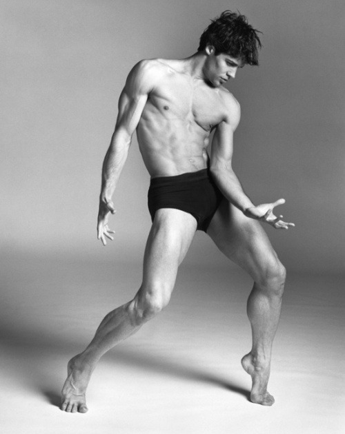 Ahhhhh, I can't control myself. So. Gorgeous. Roberto Bolle! thedancersblog:  Ballet God Status.